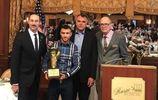 Ломаченка після перемоги над Рігондо нагородили престижним трофеєм