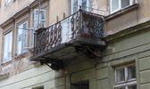 Во Львове на девушку упал балкон