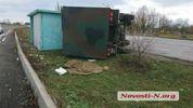 Военный грузовик влетел в остановку на Николаевщине: женщине оторвало голову