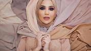 Модель в хіджабі вперше стала обличчям косметичного бренду L'Oreal: яскраві відео