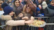 Млинцями з лопати нагодували голодних росіян у Ставрополі: фото