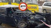 Жуткое ДТП в Киеве: водителя выбросило на дорогу через лобовое стекло