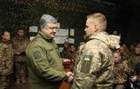 Порошенко вручил награды бойцам, которые возвращали украинские села в прошлом году