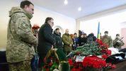 У Миколаєві прощаються з льотчиком Волошином, який скоїв самогубство: фото, відео