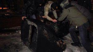 Минус один Ленин: в Харькове свалили еще один постамент