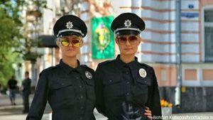 Тендітні стражі порядку. Як виглядає прекрасна половина нової поліції