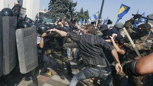 Киев оказался между двух огней, — американская разведка