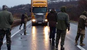 На в'їздах до Закарпаття заблокували російські фури: з'явились фото і відео