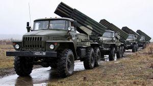"""Росія демонстративно націлює """"Гради"""" та іншу артилерію в бік України"""