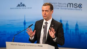 Медведєв заявив про початок холодної війни