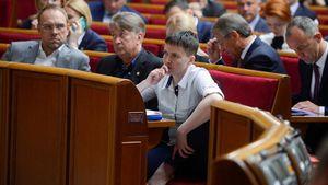 Савченко забросали яйцами: появилось видео