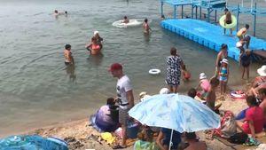 Американець спробував торгувати кукурудзою на пляжі у Бердянську: курйозне відео