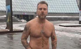 Голий протест, день другий: Мухарський знову роздягнувся у центрі Києва: відео 18+