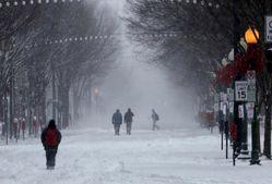 Житель США необычным образом начал бороться со снегом: ошеломляющее видео