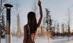 В крошечном купальнике на сильном морозе: безумные фото французской модели
