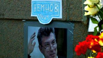 Найактуальніші фото 28 березня:Мітинг у Дніпропетровську, відновлення меморіала Нємцова
