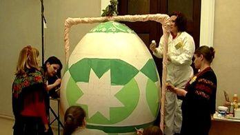 У Полтаві до Великодня малюють писанку-гіганта