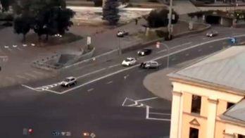 Силачі-патрульні власноруч відтягнули авто, що поламалось посеред дороги
