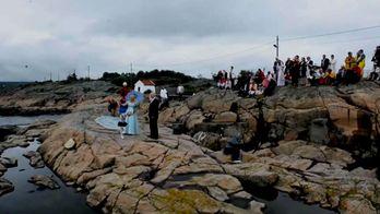 Дивовижна історія кохання: дідусь-норвежець плив на весілля морем