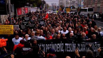 Світом прокотились протести — люди незадоволені життям
