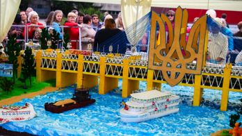 Солодкий рекорд: в Кременчуці спекли гігантський торт вагою в понад тонну