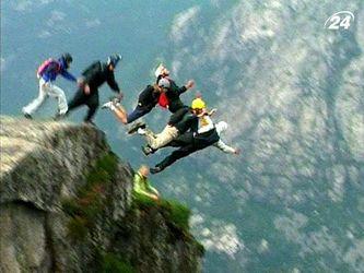 Бейс-джампінг - максимальна доза адреналіну для найбільших екстремалів