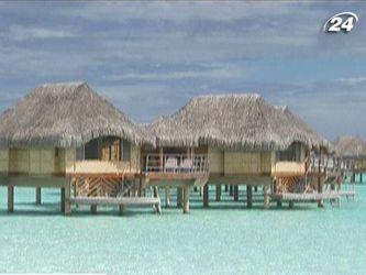 Готельні бунгало над морем у серці Тихого океану