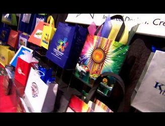 Як заробити мільйон на пакетах з принтами та сумочках-хамелеонах