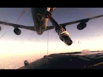 Як дозаправляють винищувачі у повітрі та переробляють старі літаки