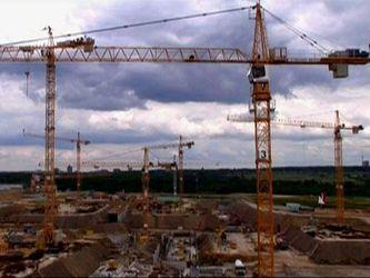 Як створюють велетенські баштові крани (Відео)