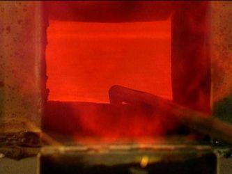 Як виробляють одне з найдивніших субстанцій – скло? Як це працює?