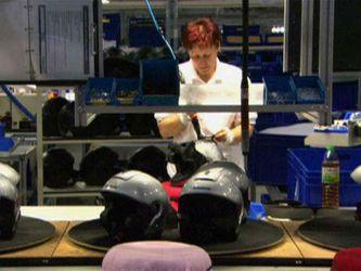 Захисний шолом - найважливіший аксесуар байкера. Як його виробляють?