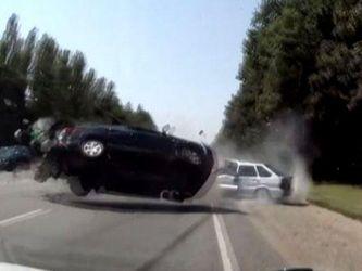 """""""Хюндай"""" влетел в ВАЗ: 6 пострадавших"""