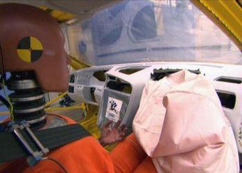 Як працює подушка, що здатна врятувати життя