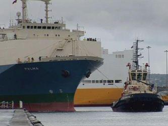 Як пришвартовують у доках великі кораблі