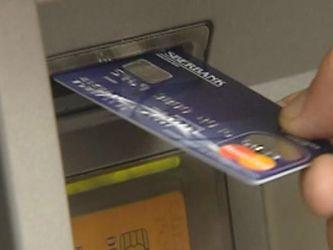 Українці активно користуються платіжними картками