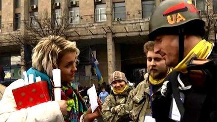 Хроника Евромайдана. Самооборона пикетировала ГПУ, майдановцы обменивались валентинками