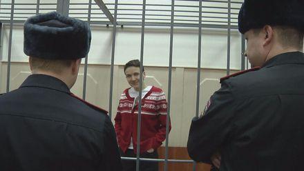 Дайджест подій за тиждень: Україна відводить озброєння, Савченко припиняє голодування