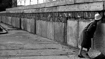 """Як Берлінська стіна """"поламала"""" сотні життів"""