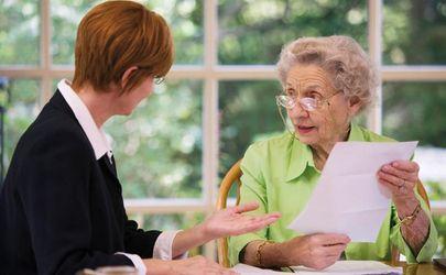 Як шахраї наживаються на самотніх пенсіонерах