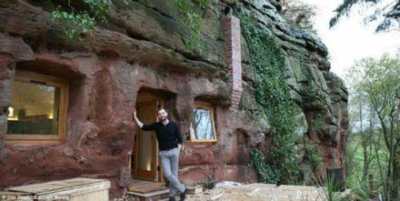 Англієць збудував унікальний будинок у печері