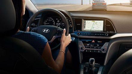 Чим дивує нова модель Hyundai Elantra: тест-драйв автомобілю