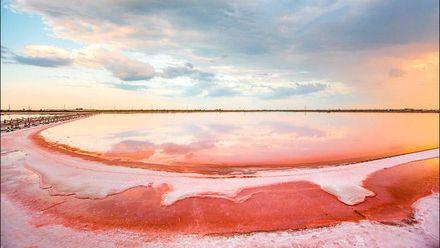 Чим вражає рожеве плесо українського Мертвого моря