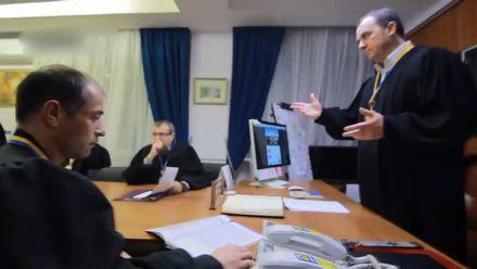 """Працівників одеського суду """"заразив"""" Mannequin Challenge"""