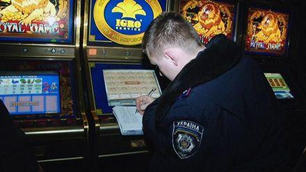 """Як в Україні процвітає гральний бізнес та хто його """"кришує"""": розслідування журналістів"""