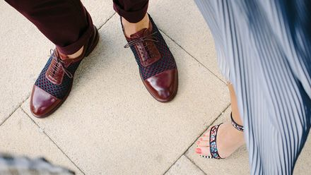 Чому насправді треба знімати взуття у будинку