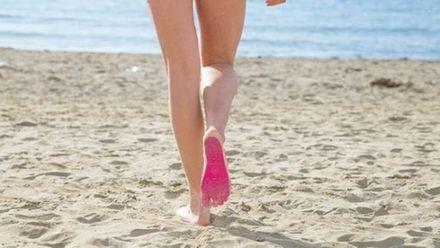 Идеально для пляжа: дизайнер создал наклейки на ступни