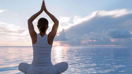 День йоги: 10 асан, которые под силу выполнить даже начинающим