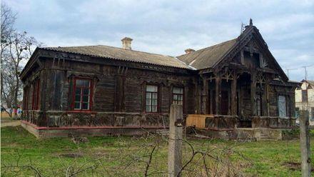 Унікальний старовинний будинок руйнується на Черкащині