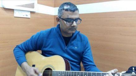 Во время операции на мозг индиец играл на гитаре